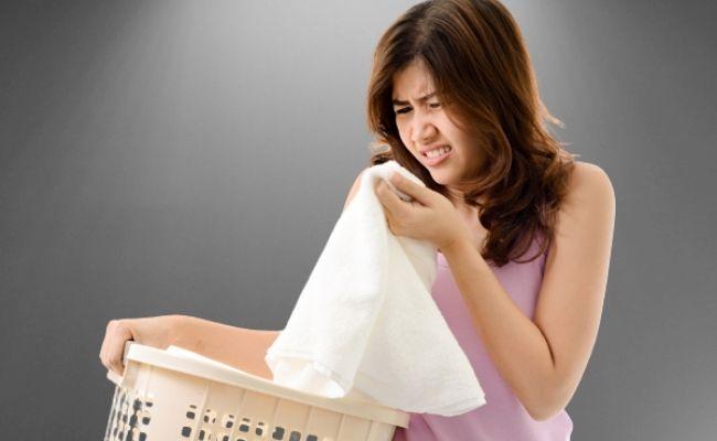 handuk berbau karena lembab